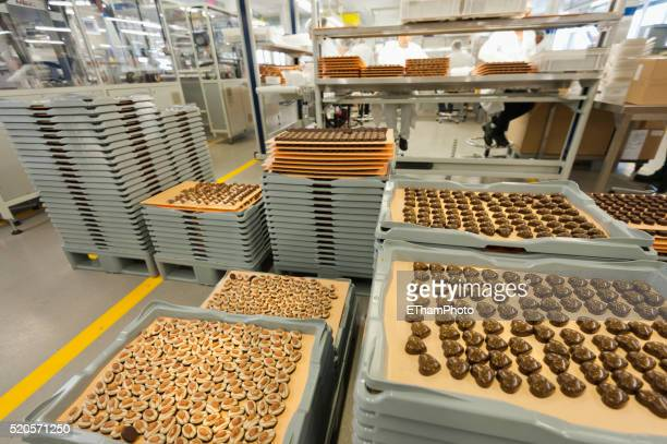 swiss chocolate production at lindt & spruengli chocolate factory, zurich - chocolate stock pictures, royalty-free photos & images