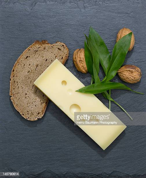 swiss emmental cheese with walnuts and wild garlic - heinz baumann photography stock-fotos und bilder