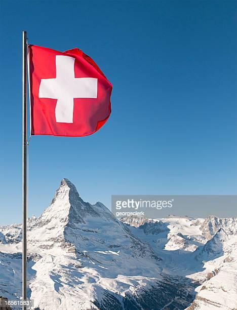 Schweizer Flagge und Matterhorn