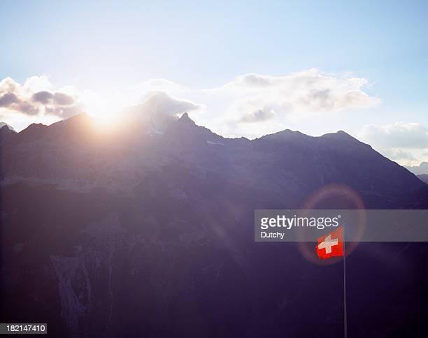 Schweizer Flagge fangen Sonne.