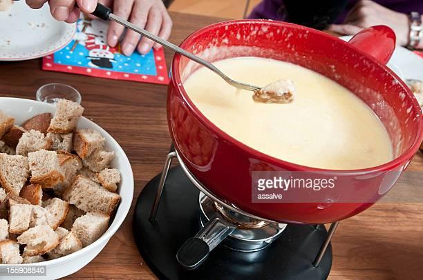 Typische Schweizer Käse-fondue-Essen