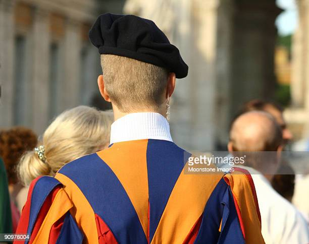 swiss guard in vatican city, italy - vatican stock pictures, royalty-free photos & images