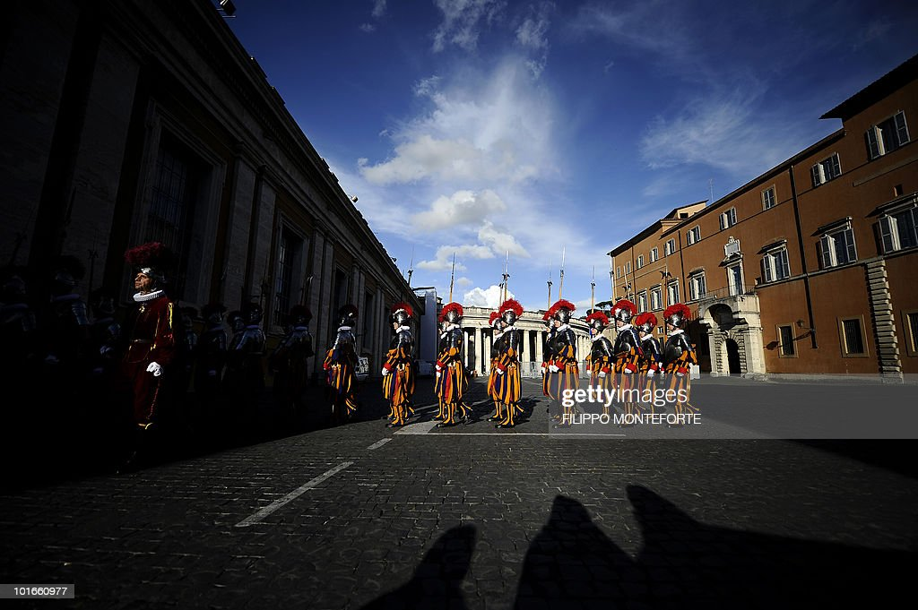 Swiss guards leave Paul VI Hall at the Vatican after a swearing-in ceremony on May 6, 2010. 31 Swiss guards were sworn-in on the anniversary of the sacking of Rome where 147 Swiss guards protecting Pope Clement VII died at castel San Angelo on May 6, 1527. AFP PHOTO / Filippo MONTEFORTE