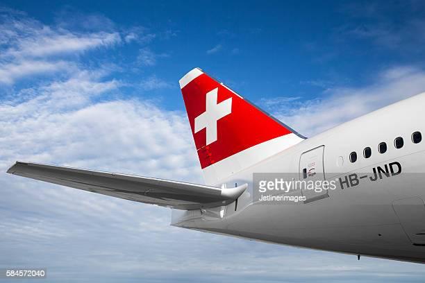 swiss international air lines - flugzeugheck stock-fotos und bilder
