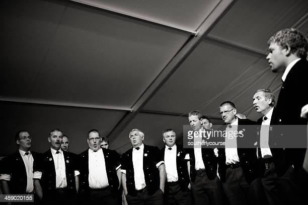 Schweizer männliche Chorsänger Yodeling