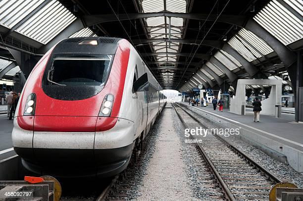 Schweizer SBB Bahn warten auf Abfahrt in Zürich Hauptbahnhof