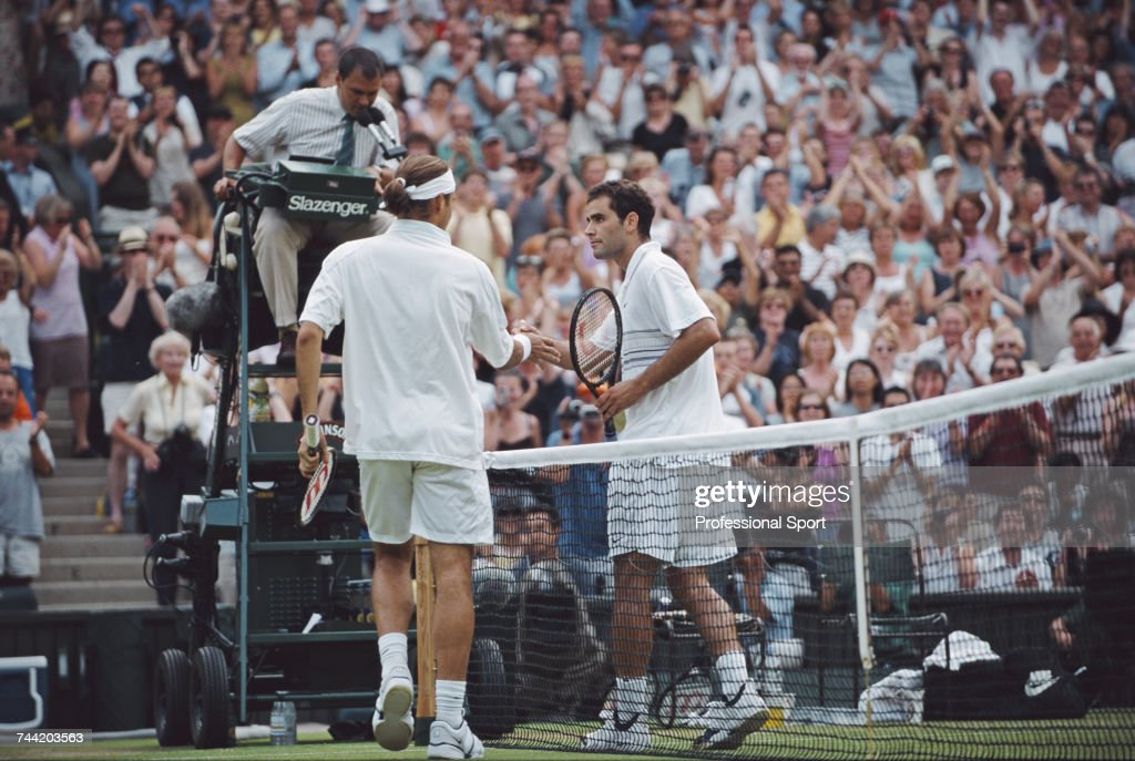 Roger Federer At 2001 Wimbledon Championships : News Photo