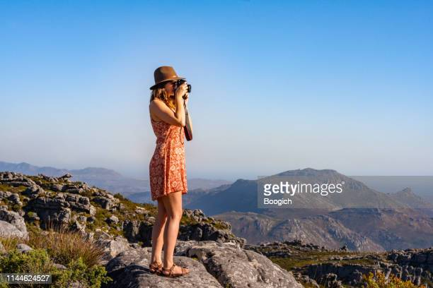 swiss tourist photographing landscape from table mountain cape town south africa - peninsula stock pictures, royalty-free photos & images