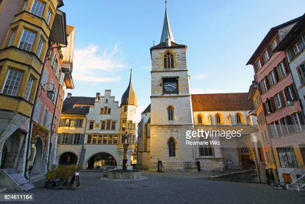 swiss town of bienne,  market square of old city center - ベルンカントン ストックフォトと画像