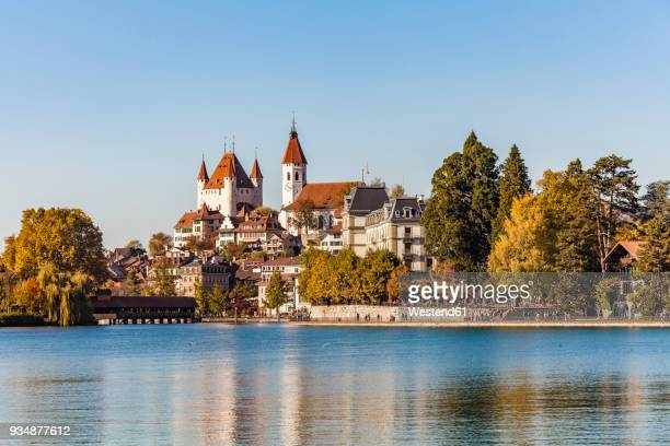switzerland, canton of bern, thun, river aare, old town with aarequai, parish church and castle - ベルンカントン ストックフォトと画像