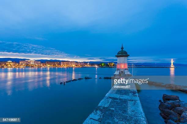 Switzerland, Geneva, Lake Geneva with harbor mole in the evening