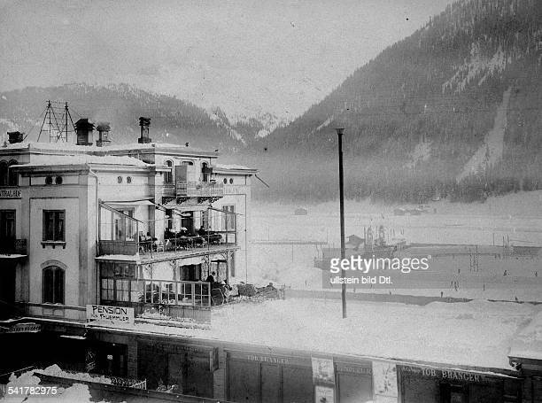 Switzerland Graubuenden Davos Liegekur patients who have a lung disease sits on balconies from a spa hotel 1903Vintage property of ullstein bild