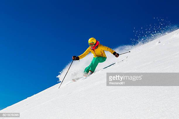switzerland, graubuenden, obersaxen, female skier - clima alpino foto e immagini stock