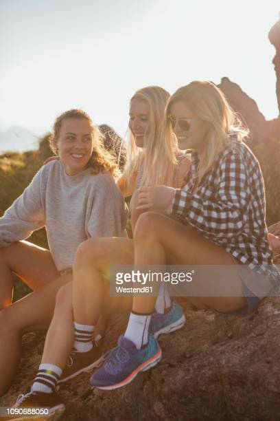 switzerland, grosser mythen, three happy girlfriends on a hiking trip having a break at sunrise - accessoires stock-fotos und bilder