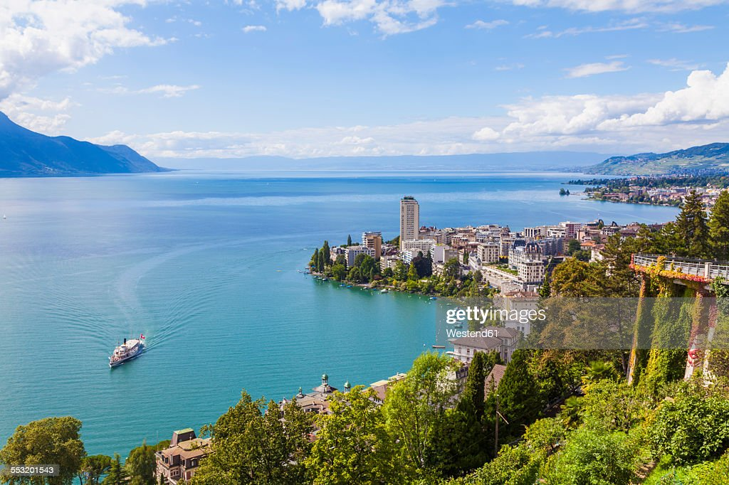 Switzerland, Lake Geneva, Montreux, cityscape with paddlesteamer : Stockfoto