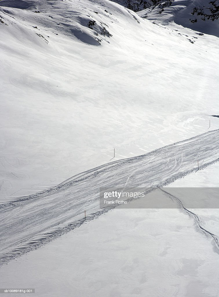 Switzerland, Ski tracks in snow, aerial view : Stockfoto