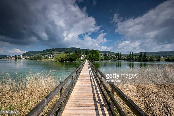 switzerland, thurgau, eschenz, wooden bridge, view over rhine river to island of werd - bodensee stock-fotos und bilder