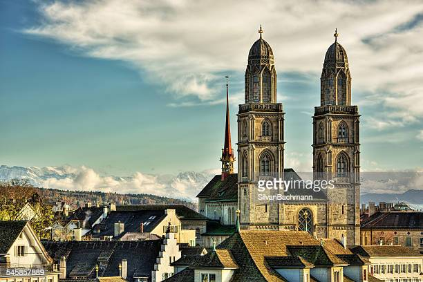 switzerland, zurich, view of great minster and town - チューリッヒ ストックフォトと画像