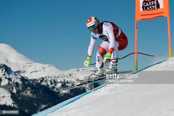 Switzerland's Beat Feuz competes in the Downhill race at the FIS Alpine Skiing World Cup in Wengen on January 13 2018 / AFP PHOTO / Fabrice COFFRINI