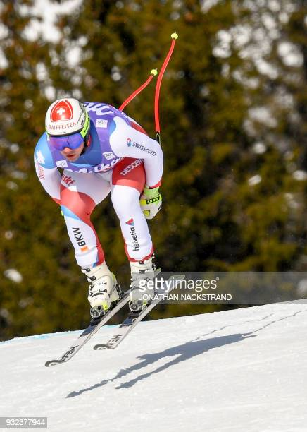 Switzerland's Beat Feuz races to place 17th in the Men's Super G event of the Alpine Skiing World Cup in Aare Sweden on March 15 2018 / AFP PHOTO /...