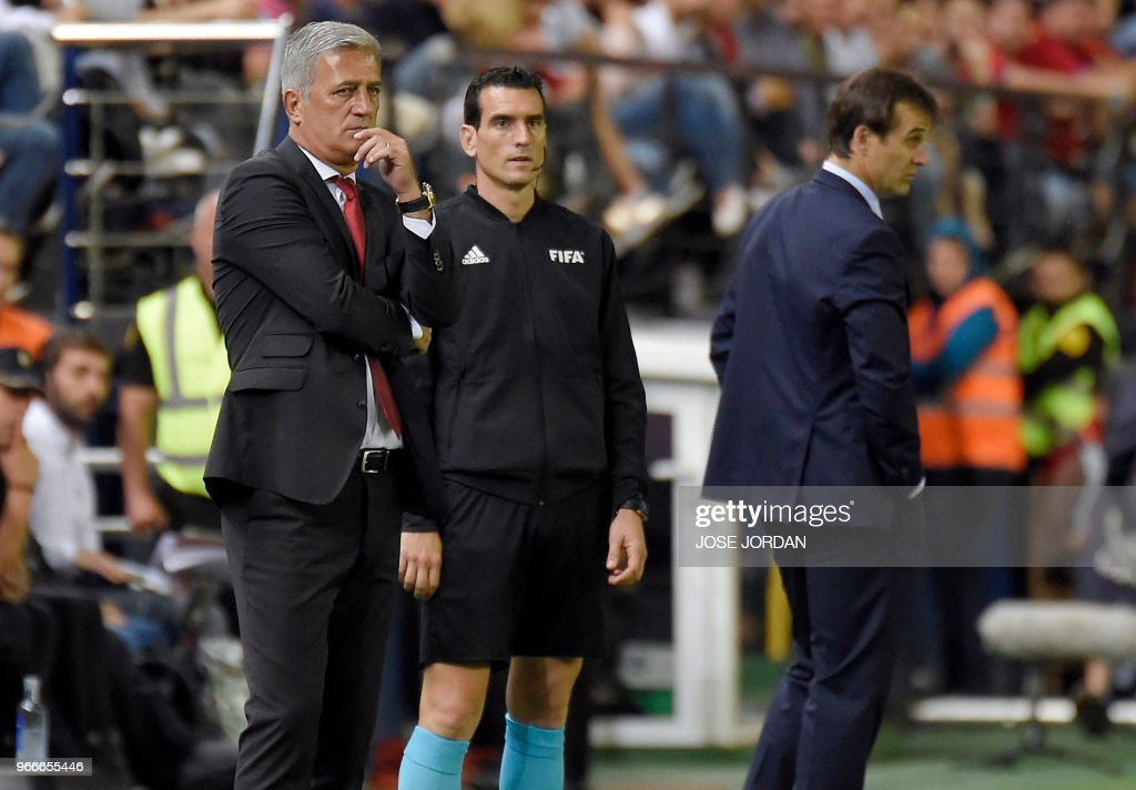 Switzerland's Bosnian-Herzegovinian coach Vladimir Petkovic (L) and Spain's coach Julen Lopetegui stand on the sideline during the international friendly football match between Spain and Switzerland at La Ceramica stadium in Vila-real on June 3, 2018.