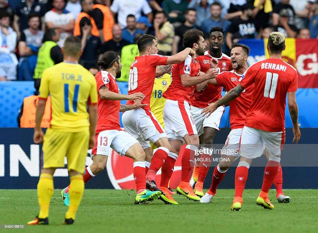 FBL-EURO-2016-MATCH14-ROU-SUI : News Photo