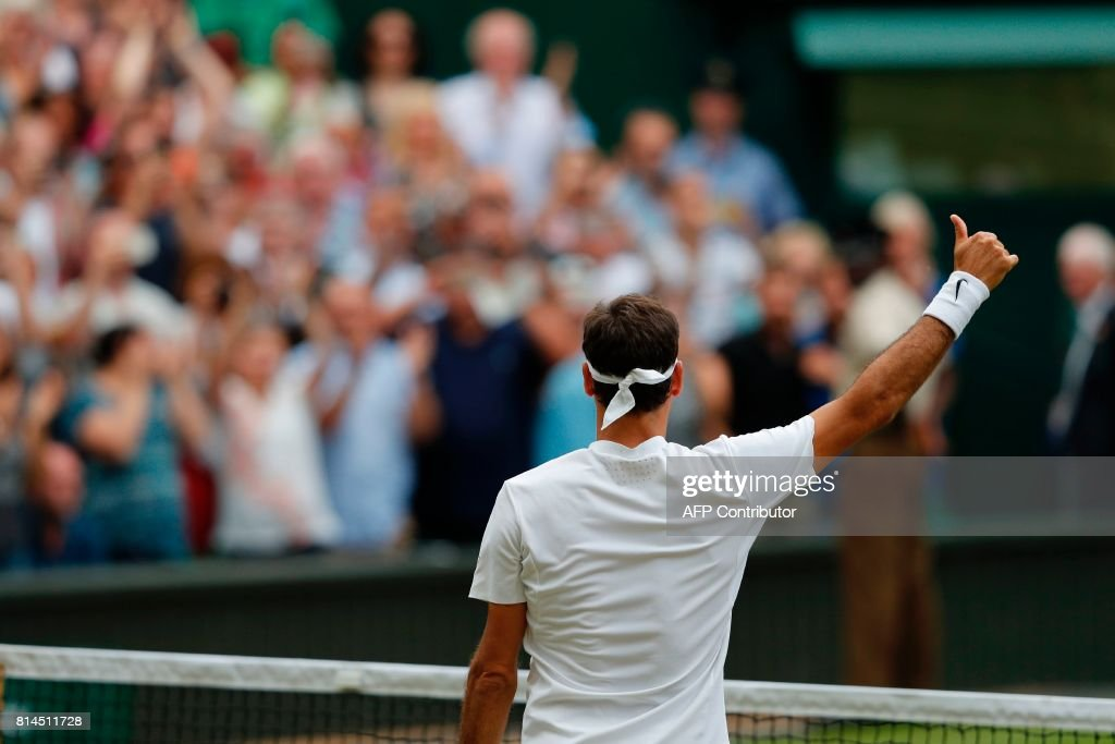 TOPSHOT - Switzerland's Roger Federer celebrates after winning against Czech Republic's Tomas Berdych during their men's singles semi-final match on the eleventh day of the 2017 Wimbledon Championships at The All England Lawn Tennis Club in Wimbledon, southwest London, on July 14, 2017. Federer won the match 7-6, 7-6, 6-4. / AFP PHOTO / Adrian DENNIS / RESTRICTED