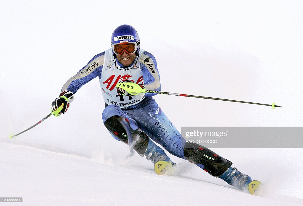 Switzerland's Silvan Zurbriggen skies to the second place in the World Cup men's slalom competition in Sestriere 13 December 2004. US Bode Miller won the competition with Finnish Kalle Palander third. AFP PHOTO/Paolo COCCO