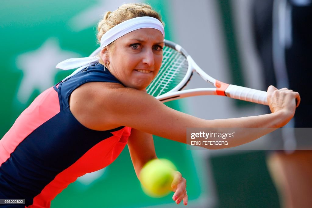 Switzerland's Timea Bacsinszky returns the ball to France's Kristina Mladenovic during their tennis match at the Roland Garros 2017 French Open on June 6, 2017 in Paris. / AFP PHOTO / Eric FEFERBERG