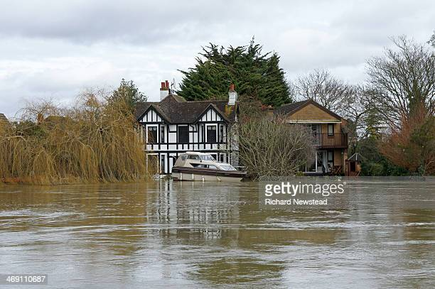 CONTENT] Swollen River Thames breaching a house in Berkshire 11th February 2014