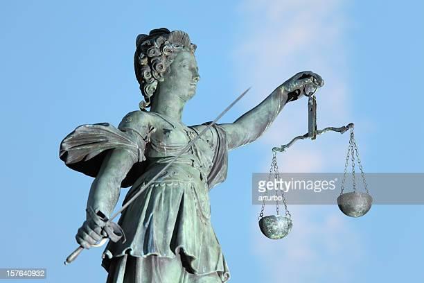 Schwert und Skala von lady justice