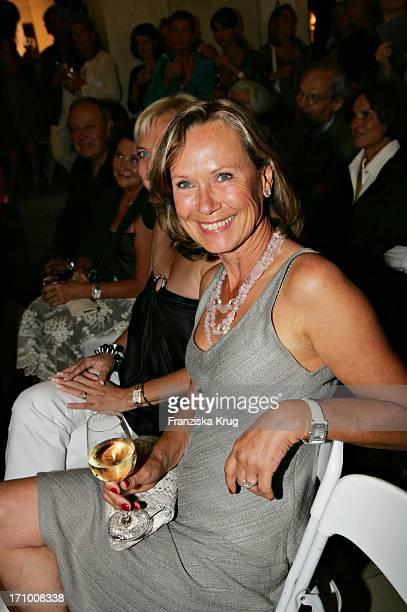 Sybille Beckenbauer Bei Der Gabriele Blachnik Modenschau Der Herbst Winter 2005/2006 Kollektion In Der Kassenhalle Des Herkulessaals Der Residenz In...