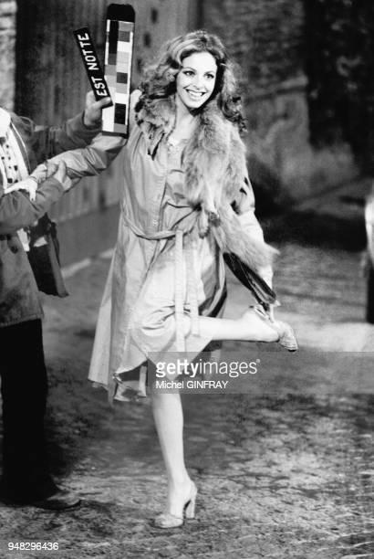 Sydne Rome sur le tournage du film 'La BabySitter' realise par Rene Clement le 4 janvier 1975 a Rome Italie