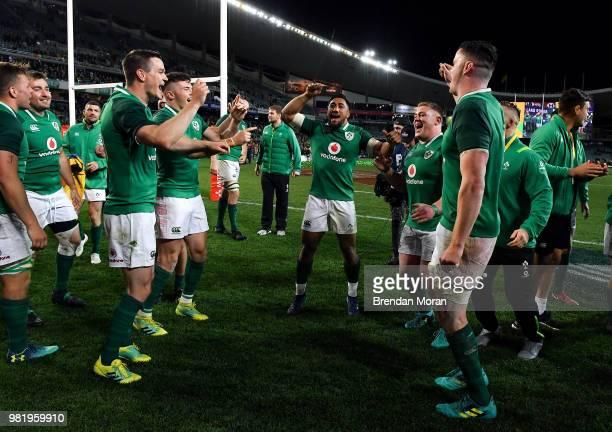 Sydney Australia 23 June 2018 The Ireland team including Jonathan Sexton Bundee Aki Tadhg Furlong and James Ryan celebrate after the 2018 Mitsubishi...