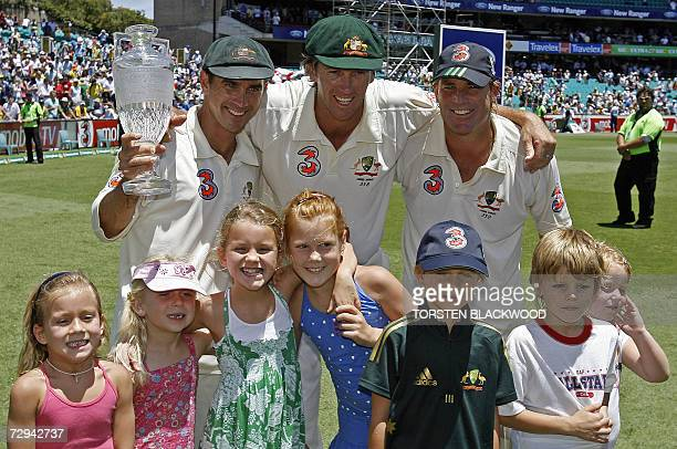 CORRECTIONADDING RESTRICTIONS MOBILE SERVICES OUT RESTRICTED TO EDITORIAL USE Retiring opening batsman for Australia Justin Langer retiring pace...