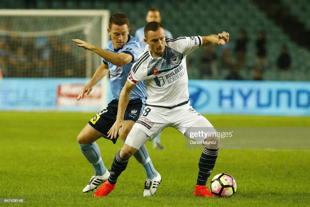 Sydney Brandon O'Neill fights for the ball against Melbourne Besart Berisha during the round 22 A-League match between Sydney FC and Melbourne Victory at Allianz Stadium on March 3, 2017 in Sydney, Australia.