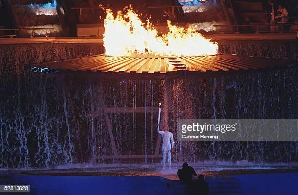 SYDNEY 2000 Sydney Cathy FREEMAN/AUS entzuendet das Olympische Feuer
