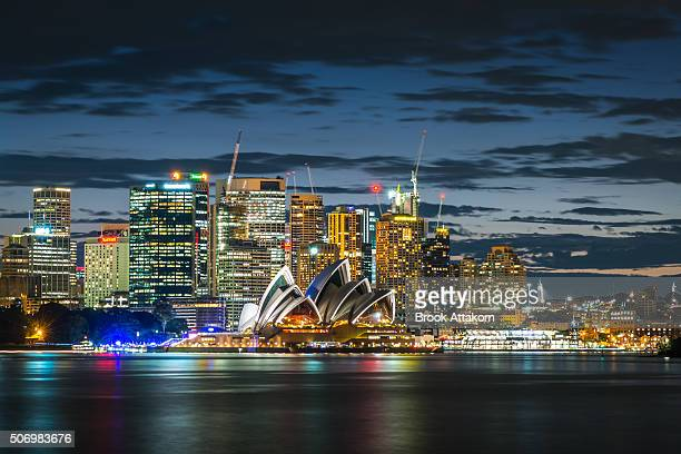 sydney city twilight - opernhaus stock-fotos und bilder