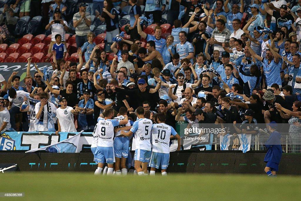 A-League Rd 2 - Newcastle v Sydney : ニュース写真