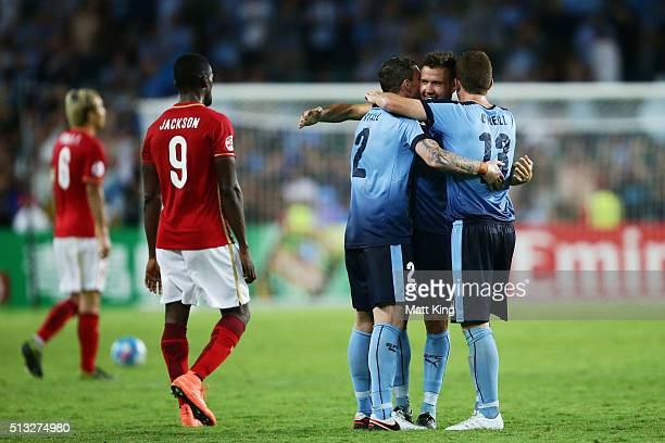 Sydney FC players celebrate victory at fulltime during the AFC Champions League match between Sydney FC and Guangzhou Evergrande FC at Allianz...