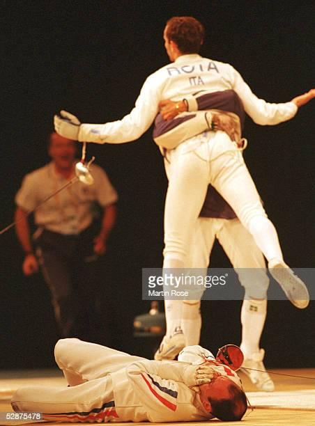 SPIELE 2000 Sydney FINALE MAENNER DEGEN TEAM Am Boden Hugues OBRY/FRA Alfredo ROTA/ITA