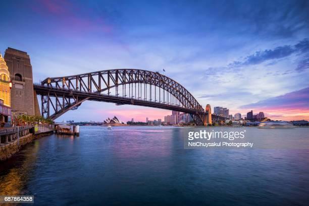 sydney harbor bridge at dusk - sydney harbour bridge stock pictures, royalty-free photos & images