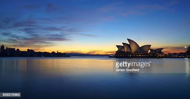 シドニーハーバーの夜明け