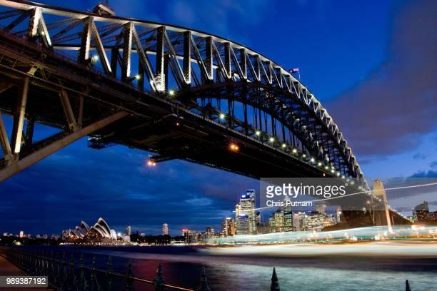 sydney harbour bridge at dusk - chris putnam stock pictures, royalty-free photos & images