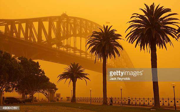 sydney harbour bridge during sept 2009 dust storm - dust storm stock pictures, royalty-free photos & images