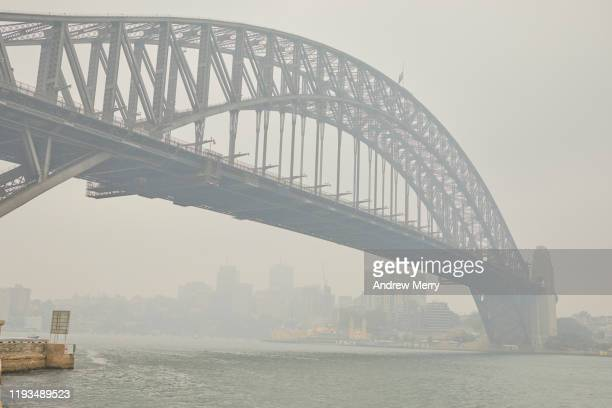 sydney harbour bridge in smoke haze, air pollution from forest fires, bushfires in australia - forest fire stock pictures, royalty-free photos & images
