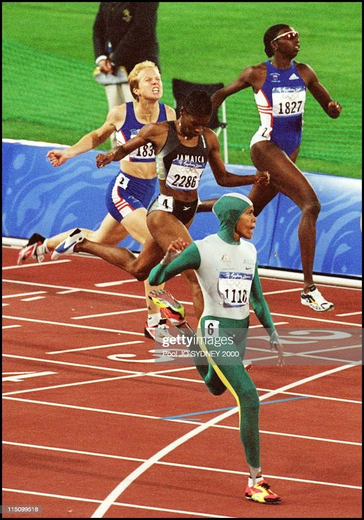 Sydney Olympics: Athletics: Cathy Freeman Wins Women'S 400 Meters Final In Sydney, Australia On September 25, 2000. : News Photo