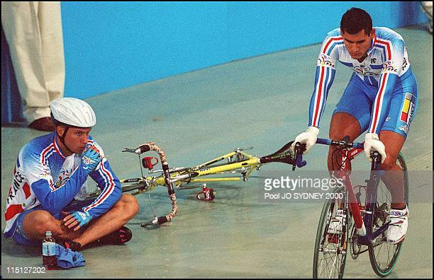 Sydney Olympics cycling trackmen's individual pursuit final in Sydney Australia on September 20 2000 2nd Florian Rousseau 4th Laurent Gane