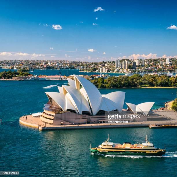 Sydney Opera House och båtar på Circular Quay