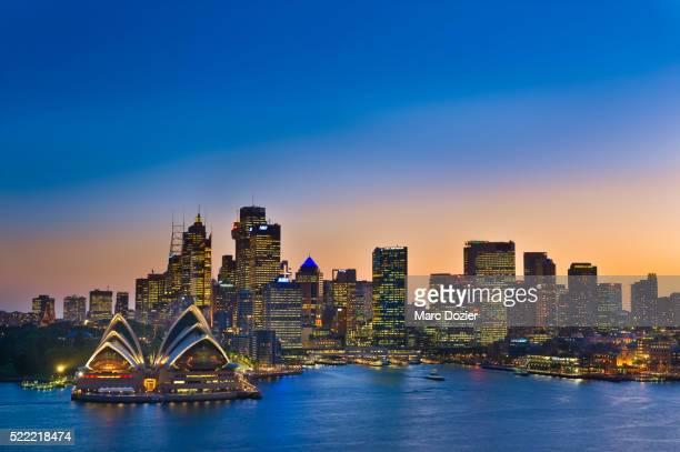 sydney opera house and cityscape - シドニー・オペラハウス ストックフォトと画像